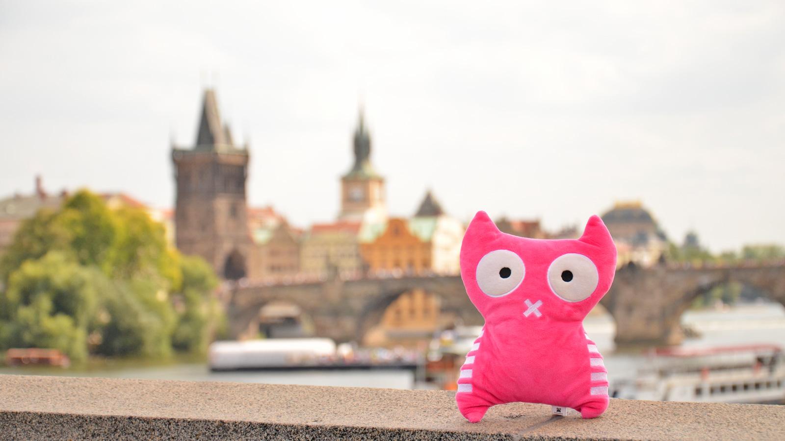 Vincend Spielzeug Prag Praha Prague Kissen Reisen Eule Kinder